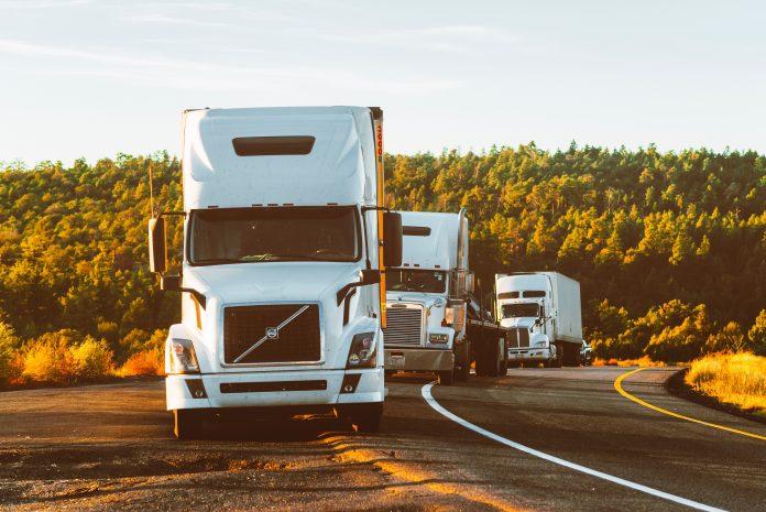 caminhoneiros-em-rodovias-atividades-essenciais