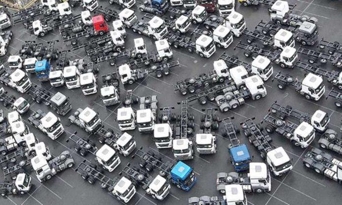 Indústria de caminhões começa 2021 em alta